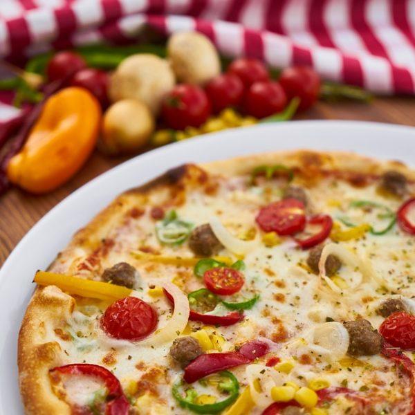 Jakie zioła do pizzy – świeże czy suszone